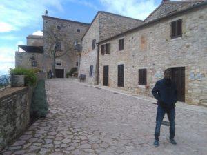 Alhagi a spasso nel borgo