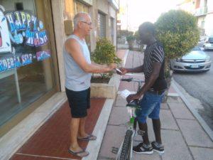 Alhagi riceve la bicicletta